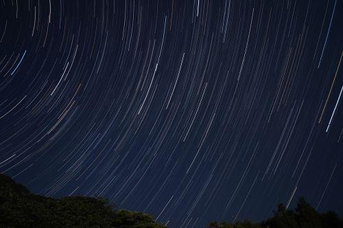žvaigždė,žvaigždžių trajektorija,naktis,dangus,naktinis dangus,vakare,naktinis vaizdas,šviesa,naktinis peizažas