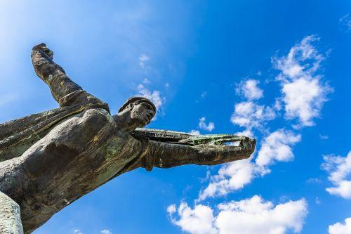 statula,komunistas,komunizmas,paminklas,skulptūra,istorija,simbolis,revoliucija,Rusija,lyderis,miestas,orientyras,sovietinė,architektūra,nacionalinis,politinis,socializmas,sąjunga,turizmas,ussr,žinomas,budapest,paminklas,parkas,rytas,Europa,vengrija,bronza,dangus,klounai