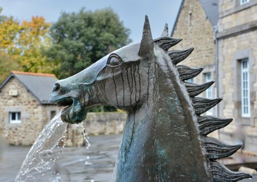 statula,statula arklys,statula metalas,fontanas vanduo,lamballe,šoninė šarva,Brittany,arkliai,france,architektūra