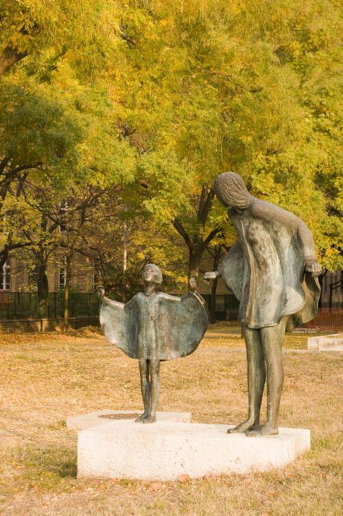 statula,budapest,vengrija,bronzos statula,paminklas,simbolis,vengrų kalba,metalas,gatvių statula,bronza