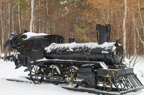 garo lokomotyvas,paminklas,geležis,sniegas,parkas,medžiai,miškas,miesto parkas,kraštovaizdis,po sniegu