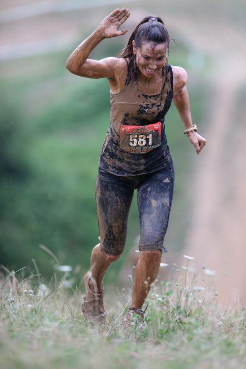 steeplechase,Kryžiaus šalis,purvas,ekstremalus bėgimas,stiprus žmogus,įdomus paleisti,mudrun,takas paleisti,bėgimas,paleisti