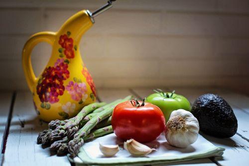 natiurmortas,natiurmortas,daržovės,veggies,pomidorai,česnakai,vis dar,gyvenimas,šviežias,natūralus,sveikas