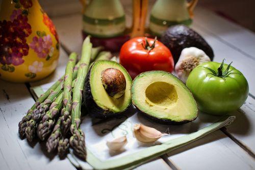 natiurmortas,natiurmortas,daržovės,veggies,pomidorai,česnakai,vis dar,gyvenimas,šviežias,natūralus,sveikas,avokadas,šparagai