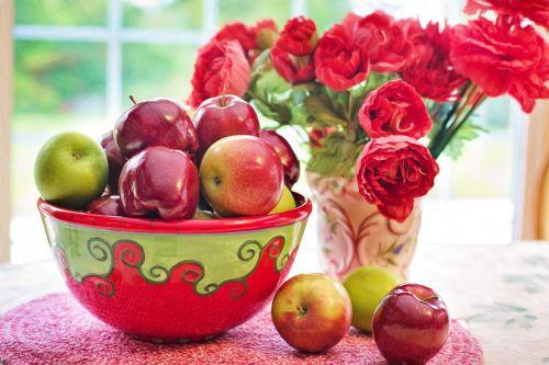 natiurmortas,natiurmortas,vis dar,gyvenimas,obuoliai,raudona,dubuo,gėlės,vaisiai,natūralus,šviežias,sveikas,apdaila