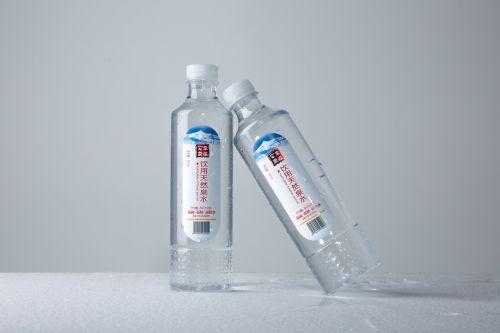 vis dar mineralinis vanduo,butelis,fotografija,žaliavinis