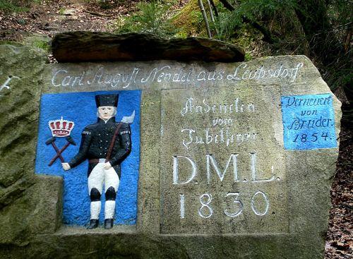 akmuo, memorialinis akmuo, bergmann, rūdos kalnai