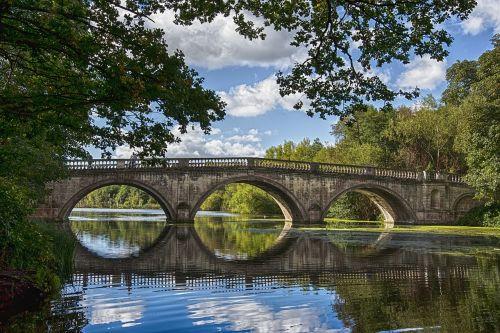 akmeninis tiltas,taikus,vanduo,kraštovaizdis,parkas,vaizdingas,turizmas,ramina,re,atspindys,tiltas per parke