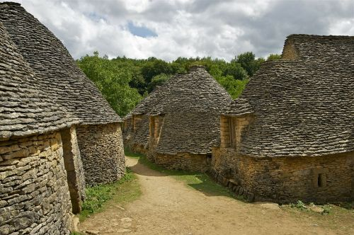 akmens kotedžai,kotedžai,sausas akmens mūras,cabanes du breuil,saint-andré-dallas
