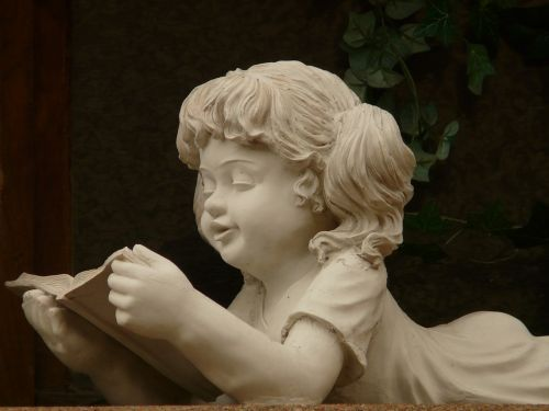 akmens figūra,mergaitė,akmens masažuoklis,balta,gipso,figūra,kreidos figūra,knyga,skaityti