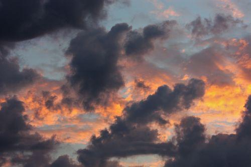 gamta, saulėtekis, debesys, audra & nbsp, debesys, abstraktus, konceptualus, violetinė & nbsp, debesys, oranžinės & nbsp, debesys, mėlynas & nbsp, dangus, tamsi & purpurinė & nbsp, debesys, rytas, audros debesys saulėtekyje