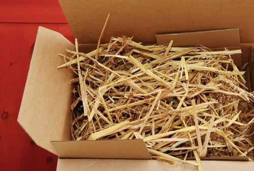 šiaudai,pakavimas,kartonas,ekologiška pakuotė,pakavimo medžiaga,siųsti,paslauga