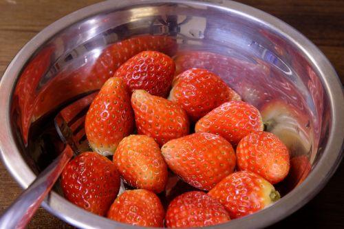 braškės,vaisiai,dubuo,uogos,šviežias vaisius,raudona,saldus,maistas,sveika mityba,sveika dieta,šviežias,šviežias maistas,skanus,sveikas