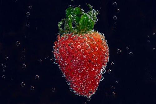 Braškių, smūgis, oro burbuliukai, mineralinis vanduo, taukams, raudona, atgaiva, šviežias, vitaminai, saldus, skanus, valgyti, sveiki, vaisiai