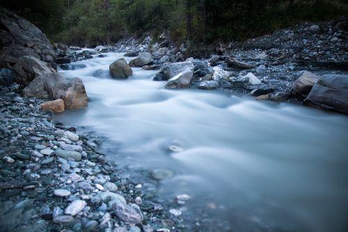 srautas,upelis,srautas,gamta,upė,akmenys,Saunus,aplinka,srautas,šviežias,lauke,šaltas,natūralus,teka,kempingas