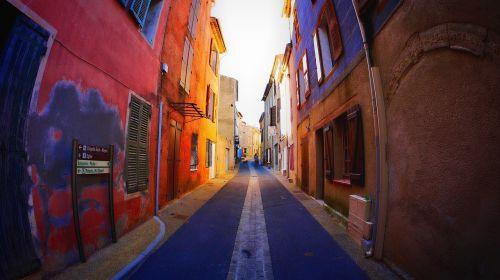 gatvė,juostos,spalvos,kaimas,maža gatvė,vasara,siauras gatvė,žibintai