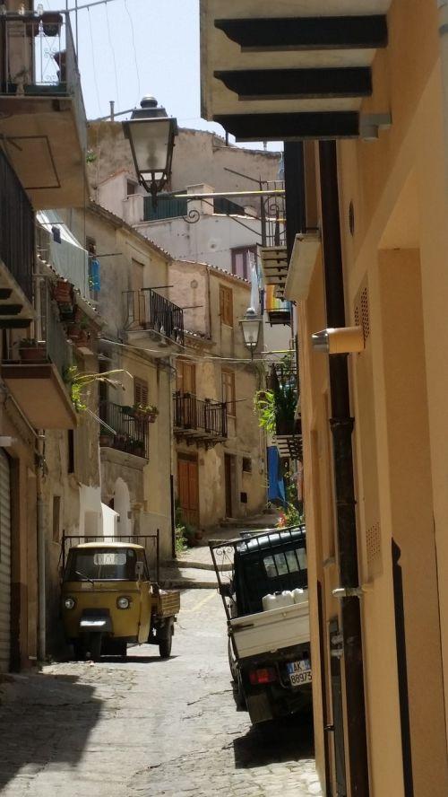 gatvė,kaimas,sicilija