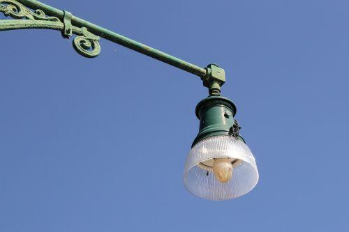 gatvės lempa,apšvietimas,senas,gatvės apšvietimas,istorinis gatvių apšvietimas,žibintas