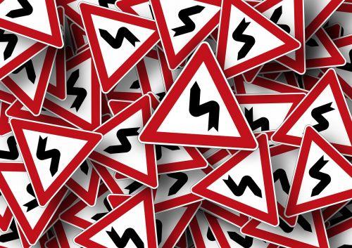 kelio ženklas,kreivė,kelio zenklas,skydas,kelias,kelio ženklas,įspėjimas,teisinga kreivė,eismas,pastaba,rizika,vairuoti,dėmesio,rodyklė,Kitas,kairė kreivė
