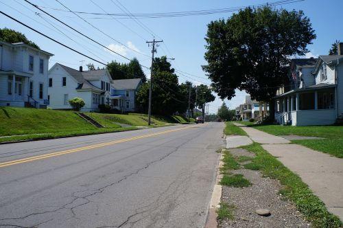 kaimas,gatves,kelias,lauke,asfaltas,medis,scena,namai,aplinka,žolė,gyvenamasis,eksterjeras,stogas,turtas,nuosavybė,būstas
