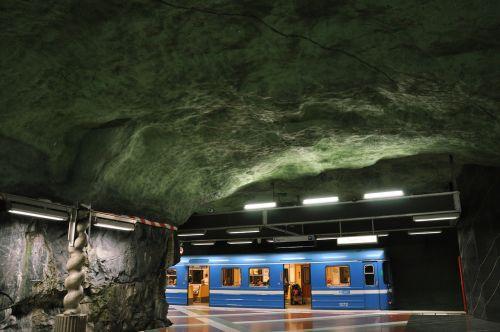 metro,stotis,traukinys,gabenimas,po žeme,lubos,urvas