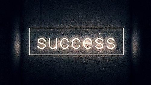 sėkmė, raidės, spausdinimas, neono šriftas, Neon, Žuvėdra, Reklama, apšviestas, šviečiantieji raides, raidės, Sveiki, šviesus, vakare, apdaila, šrifto, skydas, fonas, grafinis