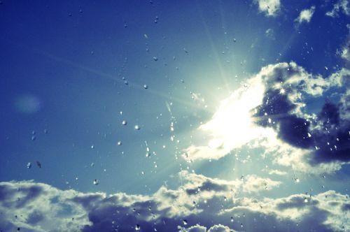 saulė,debesys,oras,dangus,mėlynas,saulės šviesa,saulėlydis,audra,audros debesys,saulės spinduliai,spinduliai,vasara,dangus,šviesa,lietus,saulėtas dangus,saulėtas,horizontas,lašai,lietaus lašai,gamta,lauke