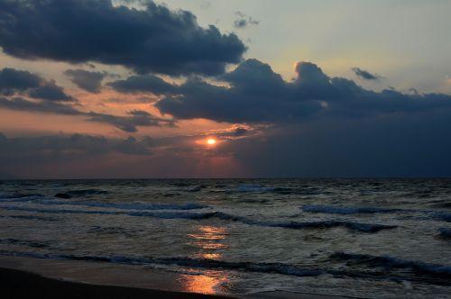 saulė,saulėlydis,jūra,papludimys,dangus,debesys