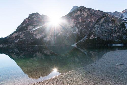 saulė,saulėtekis,nuotaika,ežeras,Bergsee,veidrodis,spinduliai,saulės spindulys,ryto saulė,tapetai,hd tapetai,gamtos tapetai