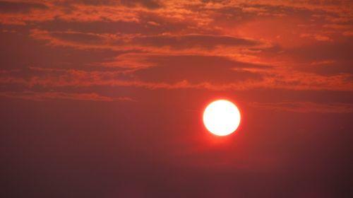 saulė,saulės šviesa,gamta,vasara,saulėlydis,saulėtekis,šviesa,dangus,lauke,gražus,saulėtas,saulės šviesa,natūralus,sezonas,šviesti,raudona