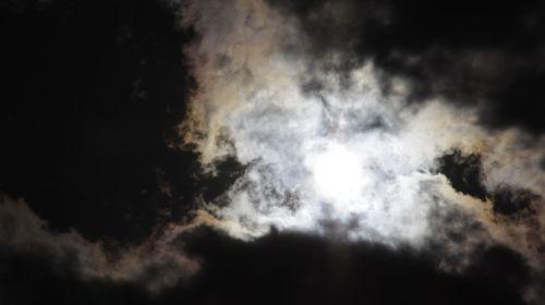 saulė,juodi debesys,žibintai,prieš dieną,saulės spinduliai,gamta,spinduliai,dangus