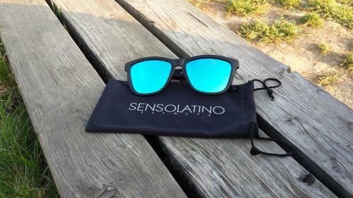 sensolatino,akiniai nuo saulės,akiniai,akiniai,vasara,saulė,atostogos,mada,jaunas,saulės akiniai,vasaros atostogos,apsauga,aksesuaras,akių akiniai,atspalvių,Saunus,saulėtas,vasaros pramogos,laimingas,žmonės,papludimys,sensolatino akiniai nuo saulės