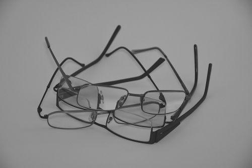 akiniai nuo saulės,optinis,optinis stiklas,porą akinių,optikai,stovai,vaizdas,optinė priežiūra,medicinos,verslas