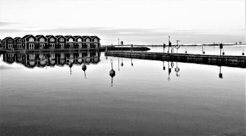 Sunnanos uostas,uostas,valtys,jūra,Švedija,gamta,boathouse,Vänern,Dalsland,vanduo,kraštovaizdis sweden,saulėlydis,užburtas,Švedijos,Švedijos gamta,twilight,horizontas,Himmel,Kelionės tikslas,kurortas,kelionė,Turistų kelionės tikslas,ežeras,taikus,šventė,nuotrauka,juoda ir balta,marina,archipelagas,pir,tiltas,plūduras,plūduriai,vis dar
