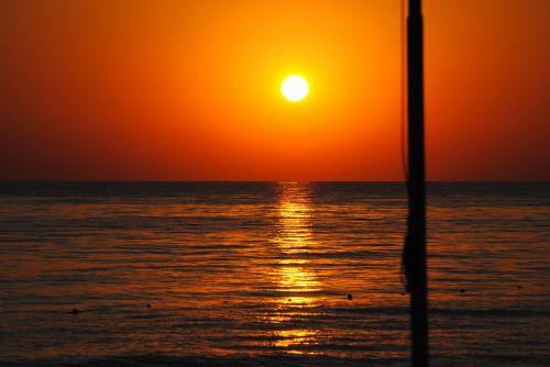 saulėtekis,jūra,uostas,vandenynas,papludimys,horizontas,saulės šviesa,atspindys,aušra,rytas,saulės šviesa,šviesa,vanduo,dangus,saulė,vasara