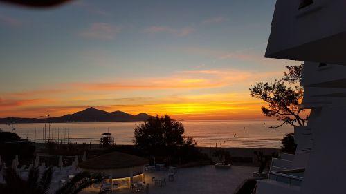 saulėtekis,alcudia,Alkudijos pakrantė,jūra,vanduo,dangus,Maljorka,šventė,papludimys,abendstimmung,Alkudijos paplūdimys,saulės spindulys,kranto,kelionė,romantiškas,gražus