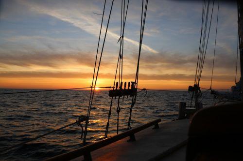 saulėlydis,vandenynas,burlaivis,siluetas,stropai,drobė