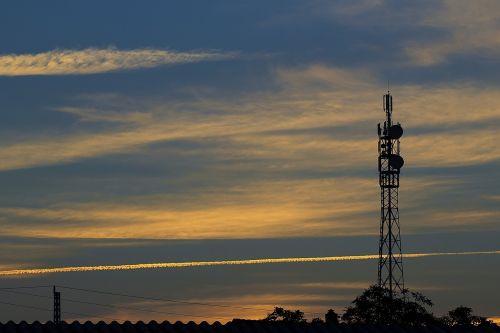 saulėlydis,stiebas,televizijos stiebas,radijo stovas,bokšto petnešos