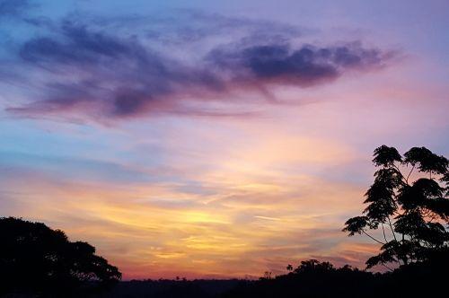 saulėlydis,gamta,kraštovaizdis,vakarą,horizontas,saulės spinduliai,dangus,pagal saulėlydį,Ceu,debesys,tylus,saulės šviesa,saulės spindulys,aušra,grožis,oranžinis saulėlydis