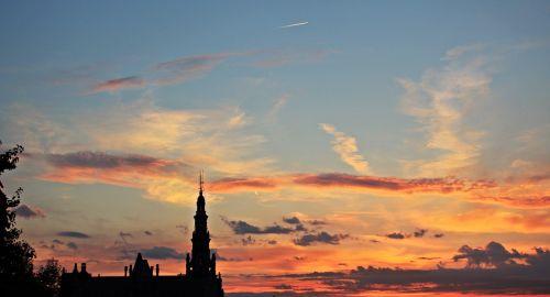 saulėlydis,vakarinis dangus,atmosfera,gamta,debesys,dangus,abendstimmung,vakaras,afterglow,dusk,raudona,oranžinė,raudonas dangus,debesuota dangaus,nuotaika,dangaus spalvos,romantiškas,twilight,žiemą,pastatas,senas pastatas,debesies vaizdas,romantika,debesuota dangaus,medis