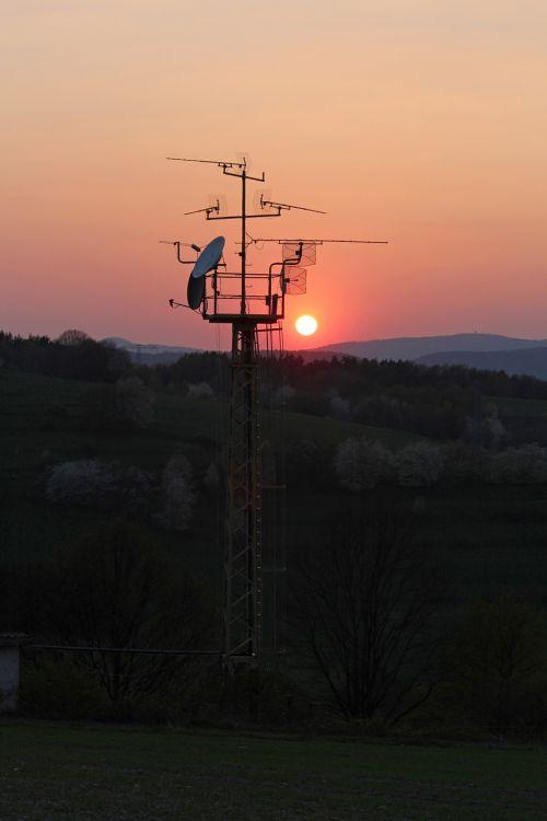 saulėlydis,antena,komunikacija
