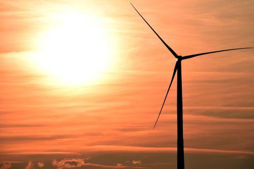 saulėlydis,pinwheel,vėjo energija,vėjo energija,debesys,vakarinis dangus,abendstimmung,dangus,atsinaujinanti energija,energija,gamta,dabartinis,rytas,nuotaika,aplinkosaugos technologijos,ryškiai raudona,švytėjimas,vakaras,afterglow,saulė,Vėjo turbina,elektros energijos gamyba,atmosfera