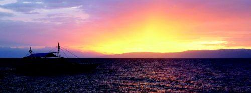 saulėlydis,valtis,outrigger,salos,jūra,ramus,vanduo,apmąstymai,auksinis,ramus,ramus,gražus,poilsis,dangus,saulėtekis