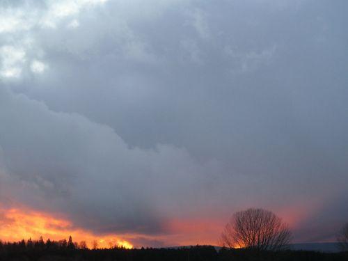 saulėlydis,vakarinis dangus,afterglow,žiemos saulėlydis,dangus,debesys,mėlynas,spalvinga,abendstimmung,spalva,gražus vakarinis dangus,gamta