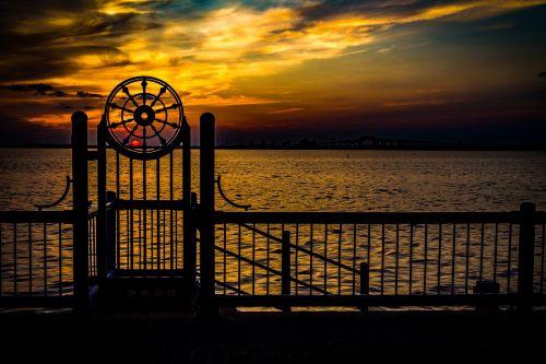 saulėlydis,vanduo,vasara,dangus,gamta,kraštovaizdis,saulės šviesa,vakaras,lauke,oranžinė,ežeras,debesis,geltona
