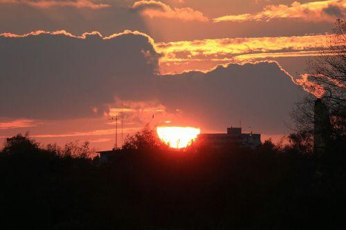 saulėlydis,afterglow,vakarinis dangus,saulė,raudona,dangus,abendstimmung,debesys,saulė žemyn