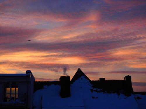 saulėlydis,namai,miestas,židinys,šiluma,žiema,žiemos dangus,afterglow,vakarinis dangus,debesys,abendstimmung,dangus,romantika,kraštovaizdis