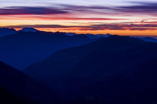 saulėlydžio kalnai,mėlynas,gamta,saulėlydis,kraštovaizdis,kalnas,saulėlydis,gamtos kraštovaizdis,grazus krastovaizdis,peizažai,gražus,kalnų peizažas,saulės šviesa,kalno viršūnė,įkvepiantis kraštovaizdis,įkvepiantys peizažai,saulėtekio peizažas,horizontas,saulėlydžio dangaus