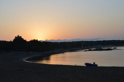 saulės šviesa,jūra,rytas,vasara,kranto,vandenynas,šviesa,saulės šviesa,papludimys,vanduo,tylus,turizmas,gamta,atostogos,šventė,ramus