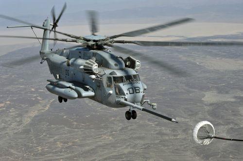 super eržilinis sraigtasparnis,degalinė skrydžio metu,kariuomenė,purentuvas,bumas,orlaivis,transportas,ore,lėktuvas